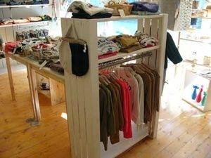 すのこを使った洋服収納(収納棚)