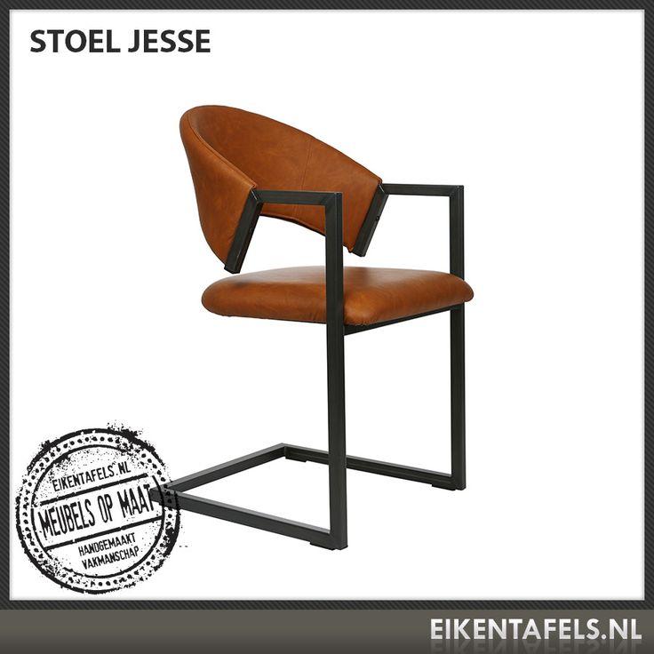 http://www.eikentafels.nl/product,Stoel+Jesse,380 , Stoel Jesse: Onze modern vormgegeven stoel Jesse zit heerlijk dankzij de perfecte zitvorm. De bekleding kan zowel in kunst leer, echt leder als stof worden uitgevoerd. Het metalen frame maakt deze stoel uiterst stevig maar toch licht en voorziet in lichte vering tijdens het zitten. Ook bij deze stoel hebben wij dé perfecte eiken tafel. Eikentafels.nl maakt immers uw tafel op maat, geheel volgens uw wensen!