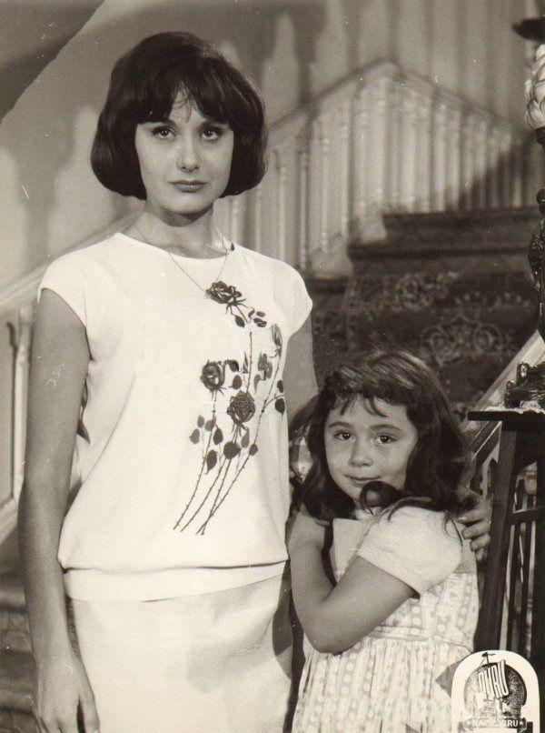 ✿ ❤ Semra Sar ve çocuk yıldız Parla Şenol bir filmde...