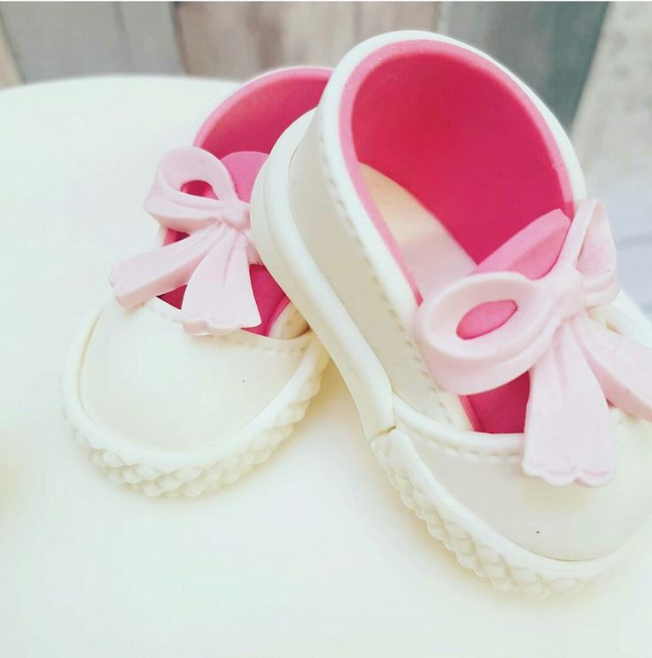 Handmade Baby shoes for a chirstening cake #babies #shoes #booties #littleones #babyfeet #littletoes #10toes #babies #childrenscakes #bespoke #handmade #caketopper #christening #babyshower #themedcakes #marzipan #attentiontodetail
