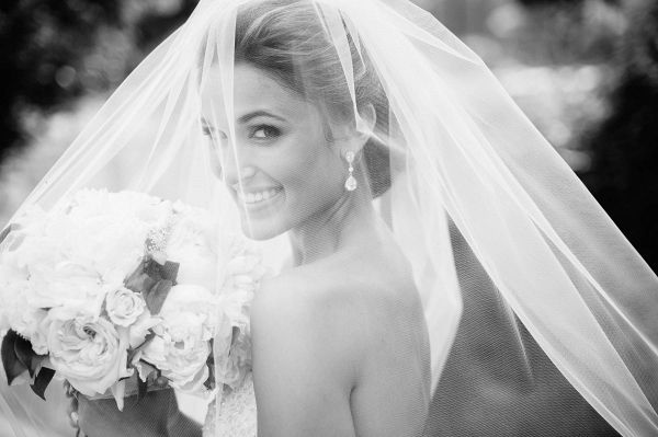 All white bridal bouquet and blusher bridal veil | Eli Turner Photography on @unitedwithlove via @aislesociety