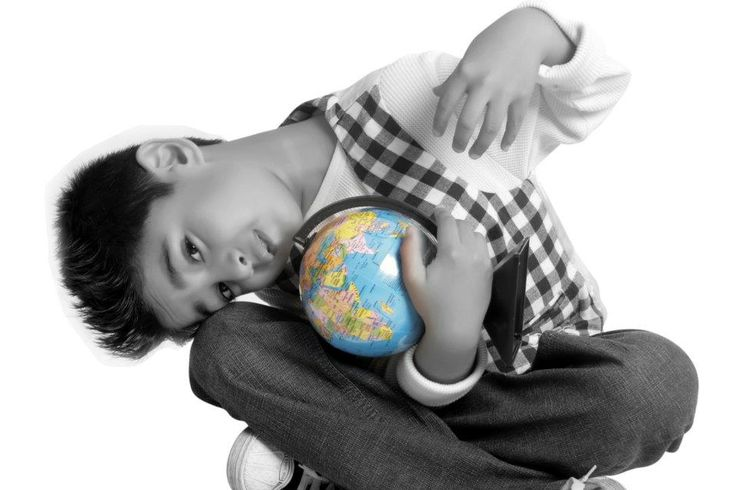 """""""I want to hold the world, to make peace possible for the world."""" #Kidphotography #birthday Pc:Sharmilla"""