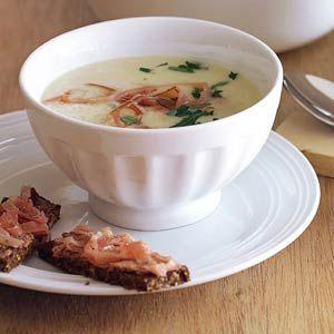 Recept - Knolselderijsoep met roggebrood met ham en paté - Allerhande