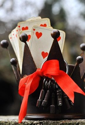 Pull the heart cards from a deck of cards to write the reasons you love him on them with a Sharpie! Cute idea for card players!