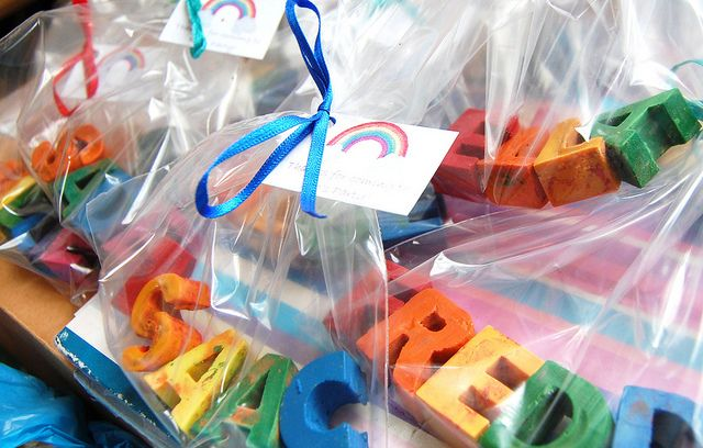 Party gifts - recycled crayons in guests'  names: Party Favors, Gift, For Kids, Melted Crayons, Crayons Parties, Parties Favors, Rainbows Parties, Parties Ideas, Recycled Crayons