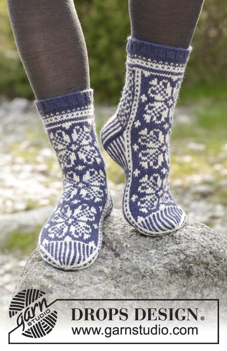 Lofoten Socks / DROPS 181-12 - Knitted socks with multi-coloured Norwegian pattern. Size 35 to 43 Piece is knitted in DROPS Lima.
