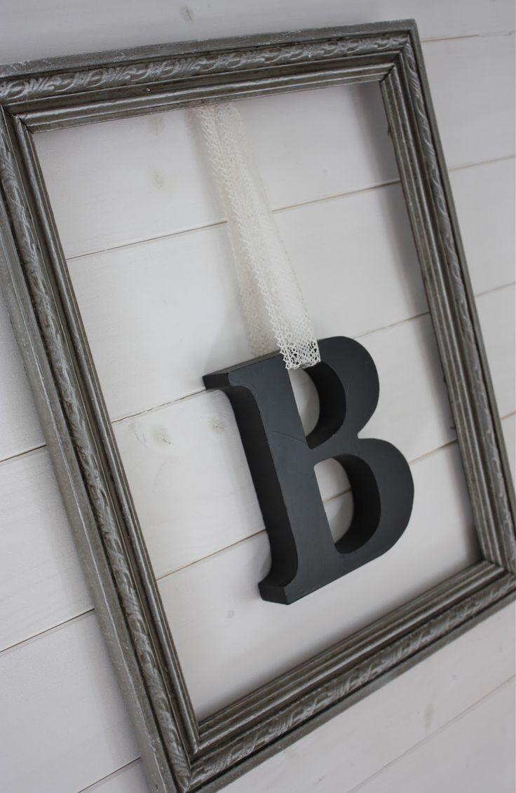 B suspendu dans cadre, dentelle ancienne