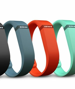 Repin if you're a step-counting geek! We tried the new Fitbit Flex. Here's what we thought.