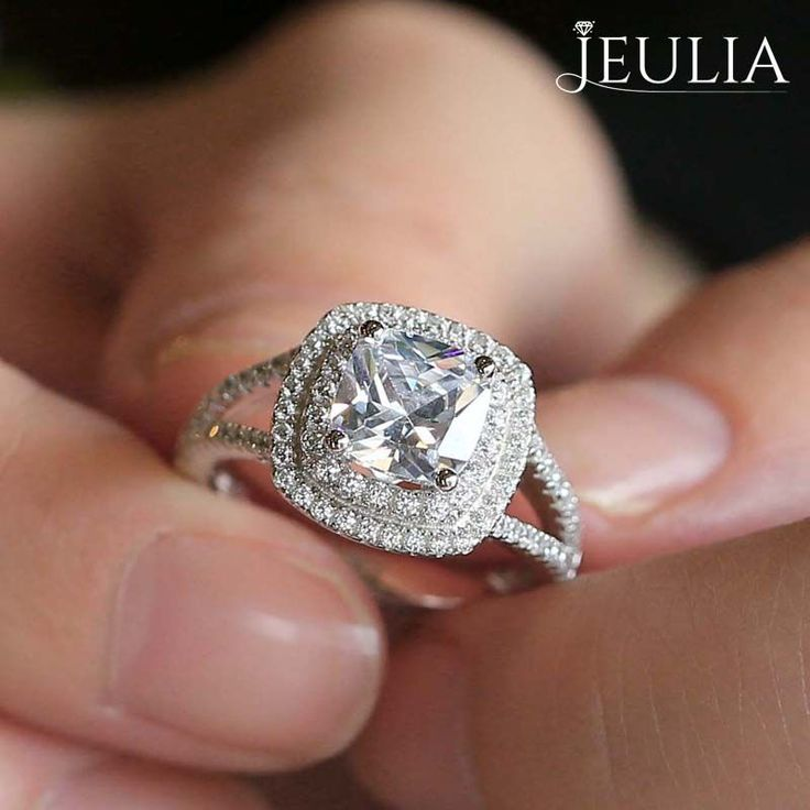 The Sparkles Fly When I Saw You At First Time EngagementWedding