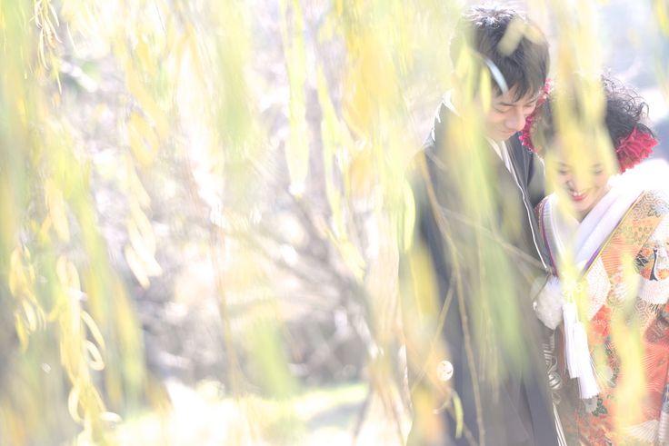 結婚式の前撮りを和装ロケーションフォトの衣装レンタルや貸衣裳での洋髪のヘアースタイルや髪型で使う髪飾りの写真