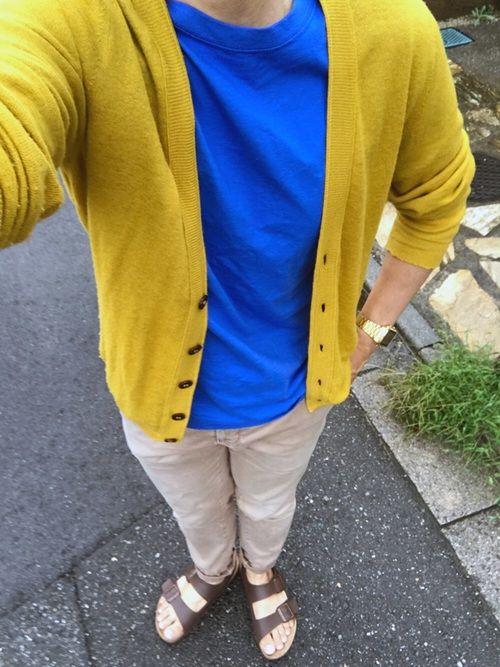 最近は涼しいからカーディガンを羽織れるね。  海外のスナップをぱくって  前回と同じ青いシャツにマス