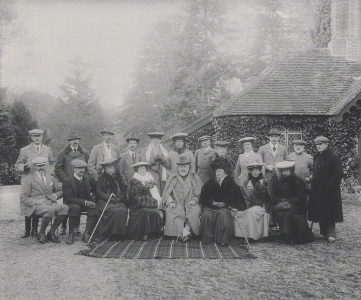 Photograph of King Edward VII and members of his Marlborough House Set at a house party in 1904 © National Portrait Gallery, London
