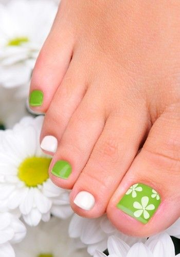 Green and White Toenail Art Design