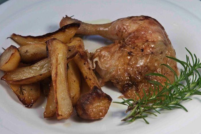 Η πιο εύκολη συνταγή για να βγεί το καθημερινό λεμονάτο κοτόπουλο φούρνου με πατάτες, ζουμερό και πεντανόστιμο