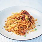 Jamie Oliver: spaghetti met salami, venkel en tomaten - recept - okoko recepten