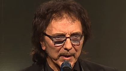 Video: BLACK SABBATH's TONY IOMMI Receives 'Gibson Les Paul Award' At Q AWARDS Video: BLACK SABBATH's TONY IOMMI Receives 'Gibson Les Paul Award' At Q AWARDS         BLACK SABBATH  guitarist  Tony Iommi  received the  Gibson Les Paul Award  at the 2015  Q Awards  which took place Monday night (October 19) in London England.         Iommi  who hass played a  Gibson  guitar for the duration of his career was honored for his outstanding contribution to music pop culture and as part of the…