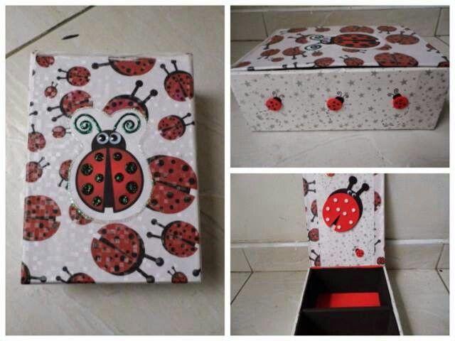 Caja de carton decorada para joyero