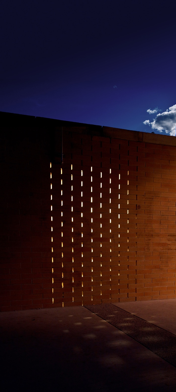 Carscadden Stokes McDonald Architects SWALWELL PARK Architecture Pavilion Brick Walls - Voided head joints in the structural masony provide venilation for the facility (bruce carscaden architect)