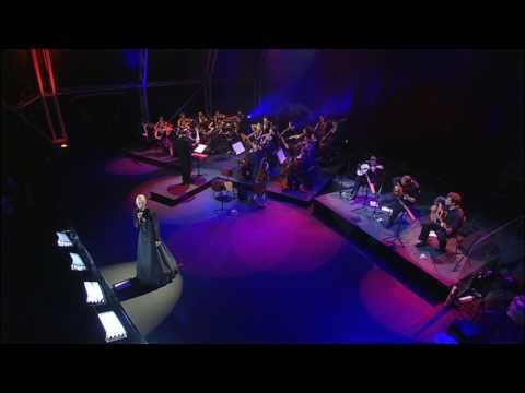 Mariza performing Gente Da Minha Terra live in Lisbon, Portugal