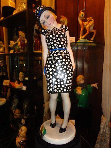 "LENCI : Nella in piedi ""Nasin"" dat 1932 mod. Helen Scavini"