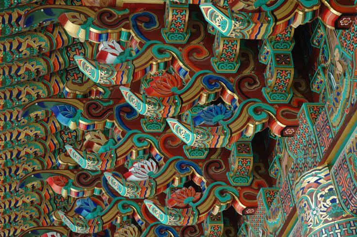 guinsa-temple-closeup.jpg 3,008×2,000 pixels