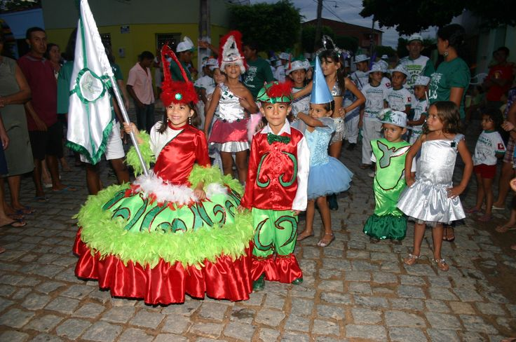 Escola de Samba Mirim da Mocidade Independente do Sanharol em desfile ...