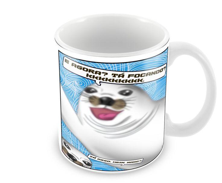Caneca de ceramica fazendo piada sobre uma foca