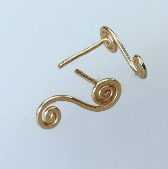 gold stud-spiral gold post earring swirly wave gold by Almendro