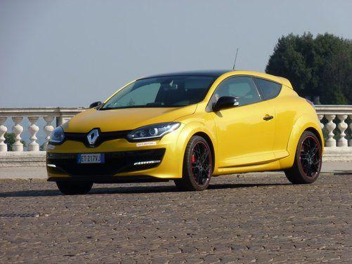 Abbiamo provato su strada la Renault Mégane Coupè RS ed i suoi 265 CV. Ecco le nostre impressioni di guida, voi cosa ne dite della livrea Giallo Sirio? http://www.infomotori.com/auto/2014/10/07/renault-megane-coupe-rs-16v-265-cv-prova-su-strada/