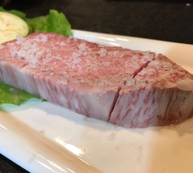 今日は熱海へ。大好きな焼肉店の秘苑へ。仙台牛の、とも三角をステーキカットに。脂ぽっく見えますが意外とサッパリしていて美味でした。  #秘苑 #仙台牛 #とも三角 #ステーキ #肉 #焼肉 #foodstagram  #food