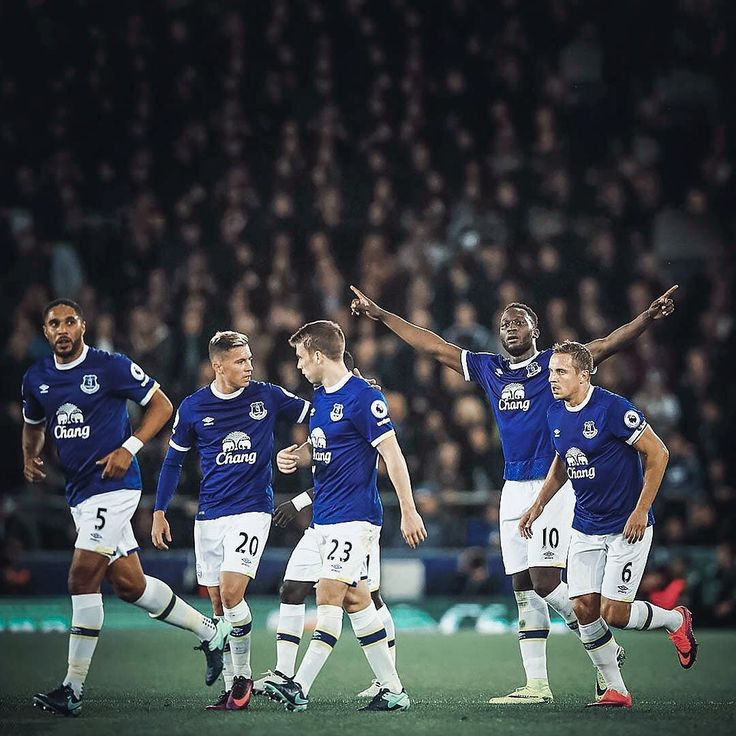 Plenty of the @nikefootball Floodlights Pack on show last night at Goodison. Conveniently under the floodlights. But it was @rlukaku9 who was the man to 'spark brilliance'... . . Image: gettyimages  #footydotcom #fcfc #footy #footballboot #soccercleats #football #soccer #futbol #futbolsport #cleatstagram #totalsocceroffical #fussball #bestoffootball #rldesignz #footballboots #nike #nikefootball #nikesoccer #magista #obra #footballnews #everton #efc #lukaku #tiempo #superfly