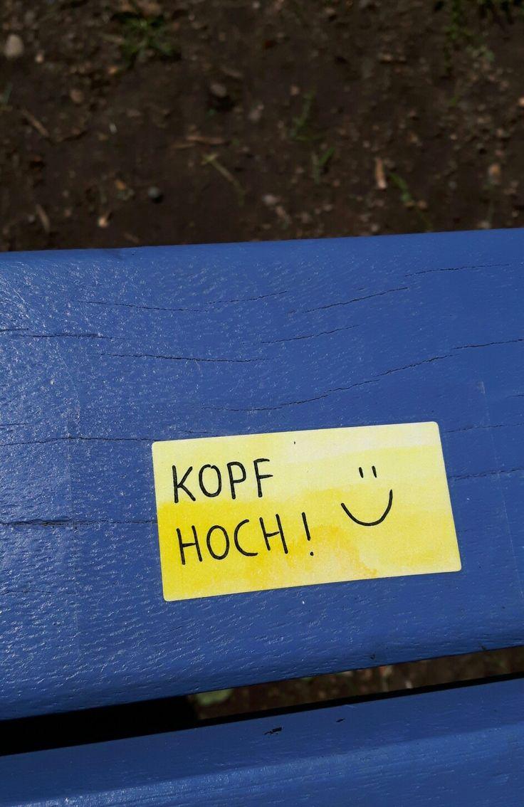 """Mutmacher """"Kopf hoch!"""" Aufkleber Sticker Streetart Urban guerilla poesie straße gelb blau"""