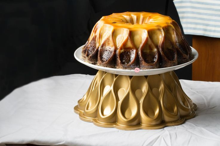 Dulce de leche, Chocolate flan and Rich chocolate cakes on ...
