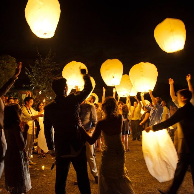 floating lanterns at the end of the night peter mahar photography theknot