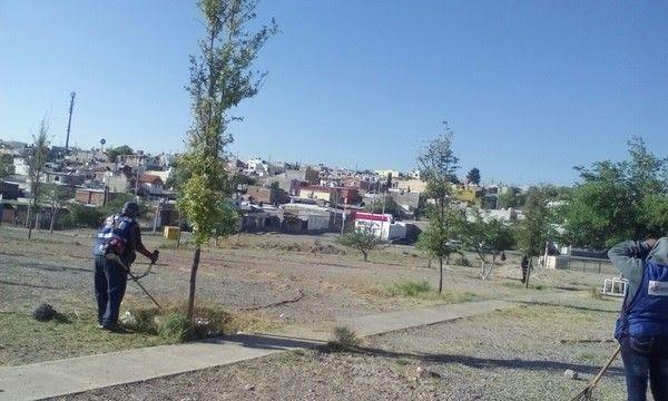 <p>Chihuahua, Chih.- El Gobierno Municipal a través de la Dirección de Mantenimiento Urbano, comprometido por mantener los espacios públicos