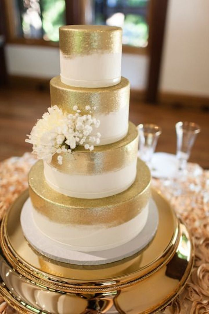 gold wedding cake idea; photo: Megan Clouse via SMP