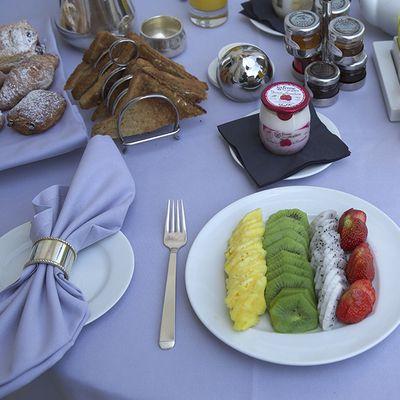 朝食の果物はカラーラインで |MODERNLIVING