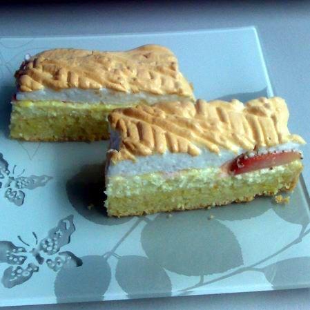 Egy finom Epres-túrós-habos süti ebédre vagy vacsorára? Epres-túrós-habos süti Receptek a Mindmegette.hu Recept gyűjteményében!