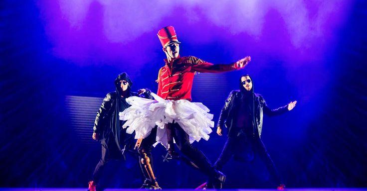 Das war ein Feuerwerk gestern. Bei der Deutschlandpremiere von THE NUTCRACKER RELOADED ging es richtig zur Sache. Wenn ich das Stück kurz beschreiben müsste, würde ich es einen absoluten Remix nennen. Auch wenn die Basis die Musik von Tschaikowsky bildet. Die Macher haben auch hier kaum einen Stein auf dem anderen gelassen. Ergebnis ist eine rasante Reise.  Link zum Blog findet ihr im Profil   Foto © Daniel Ohlsson  #DeutschesTheater #Tanz #dance #thenutcrackerreloa
