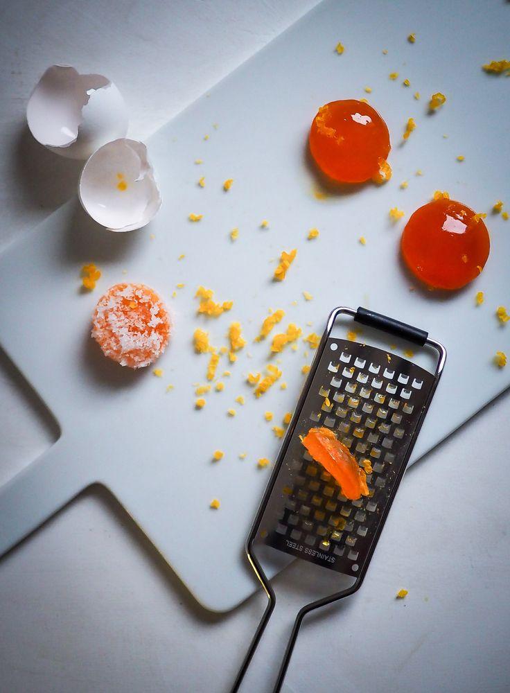 Graavatut keltuaiset ovat naurettavan helppoja valmistaa ja kruunaavat jokaisen munahullun pastan, salaatin tai leivän. Next level yolk porn indeed!