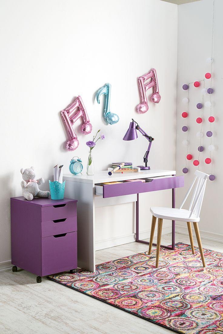 Blancos y violetas, mezclas maravillosas para tu zona de estudio. #Muebles #Easytienda #Decoración #Combinaciones #Escritorio
