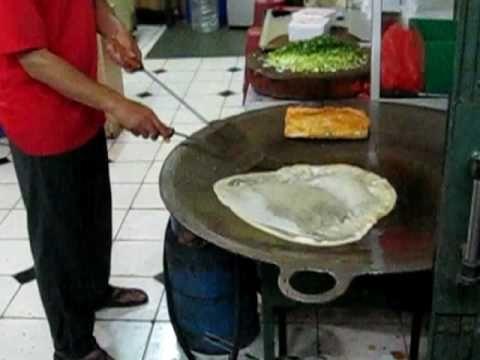 Indonesian food - MarTaBAk TeLoR dan martabak manis vendor
