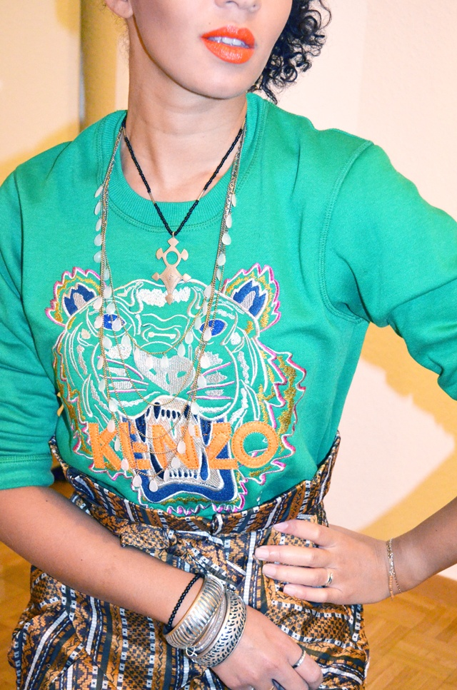 #mercredie #blog #mode #fashion #look #outfit #kenzo #green #tiger #tigre #blogger #sweater #sweat #jupe #africa #asos #skirt #african #albatorock #ersatz #touareg #necklace #collier #orange #lips #lipstick #bright #neon