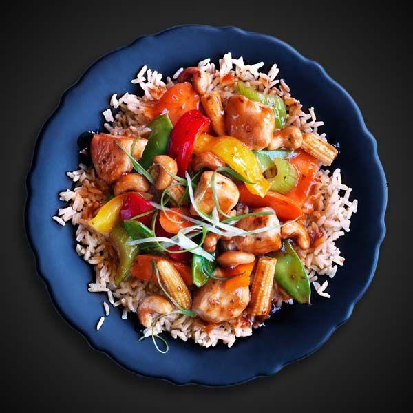 Mettre le riz Uncle Ben's® Long Grain Perfection dans de l'eau bouillante, le faire cuire pendant 10 minutes et l'égoutter. Tout comme des pâtes! Vaporiser un grand poêlon antiadhésif de l'enduit à cuisson antiadhésif PAM® Original; faire chauffer à feu moyen-vif. Ajouter le poulet; le faire sauter environ 5 minutes ou jusqu'à ce qu'il soit … Continue reading Poulet aux noix de cajou →