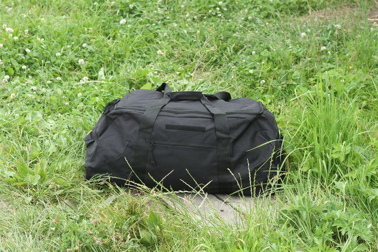 Čierna cestovná taška z pevného a odolného materiálu od výrobcu Surplus. http://www.armyoriginal.sk/1741/133051/cestovna-taska-cierna-surplus.html