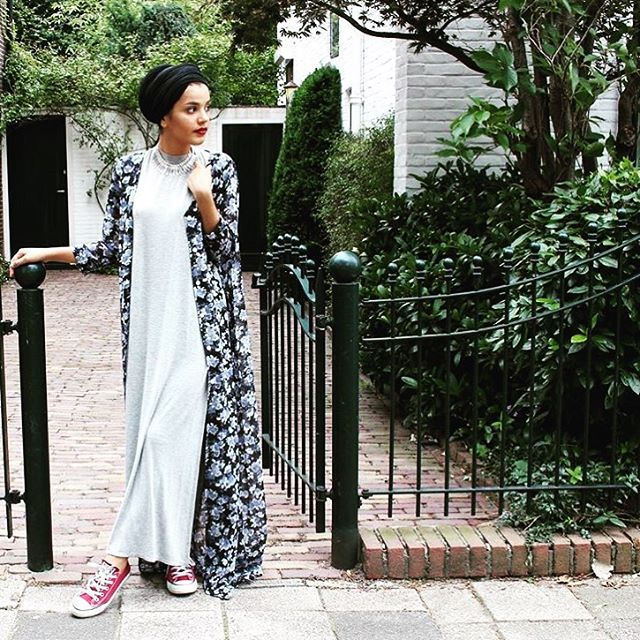 Love the way @perksofbeingsaara styled her NightGale cover up. Quick back to school look and those Converses are urbanmodesty