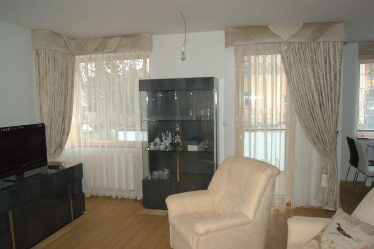 Obývací pokoj v pražském bytě v klasickém stylů.