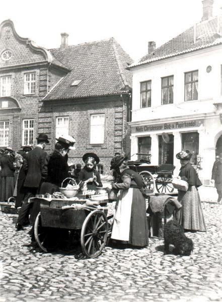 Torvedag på Nytorv i Viborg omkring år 1900