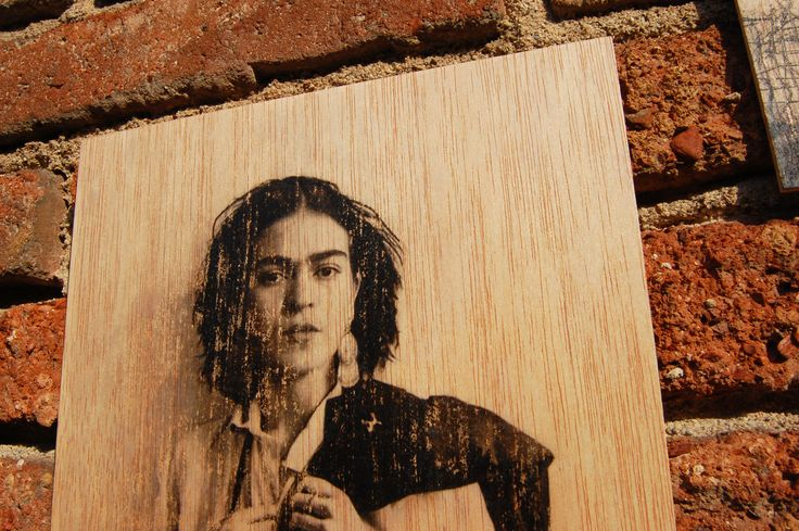 FRIDA KAHLO - Photo transfer on wood. Handmade.