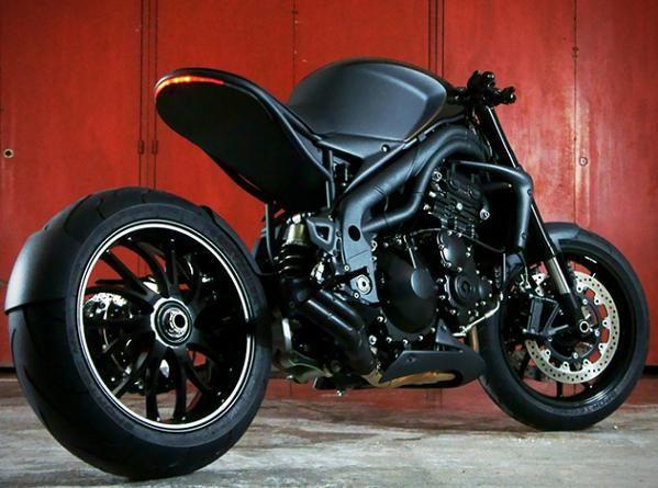 Motocicleta TRIUMPH Speed Racer de Impoz